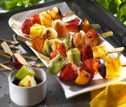 Spiedini di frutta grigliati